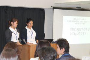 △『低身長の検査と治療』左:杉山皓美看護師右:沼能亜咲美看護師